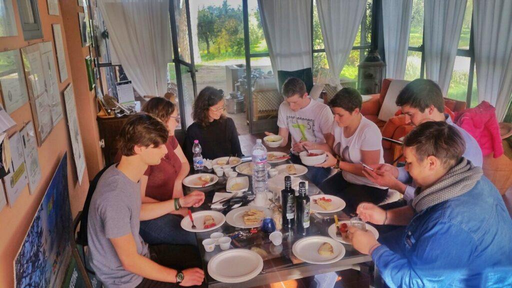 olio-tamia-laura-belli-american-belgian-monarti-woestyne-visiting-the-farm-4