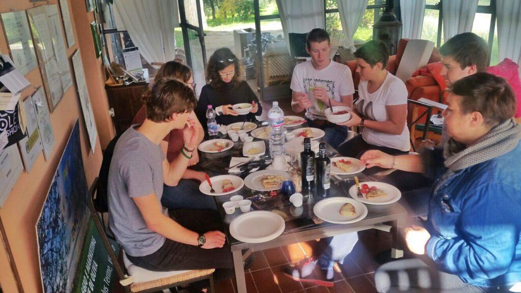 olio-tamia-laura-belli-american-belgian-monarti-woestyne-visiting-the-farm-6